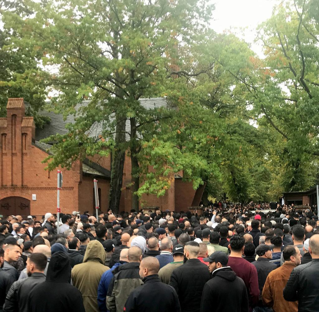 Name:  Beerdigung-Nidal-R.jpg Hits: 999 Größe:  215,6 KB