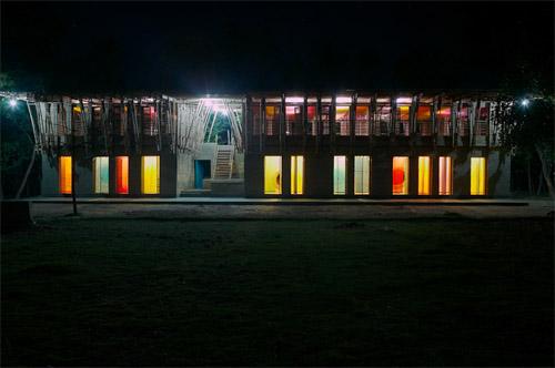 Name:  Lighting-Design-Handmade-METI-School-in-Bangladesh.jpg Hits: 159 Größe:  51,5 KB