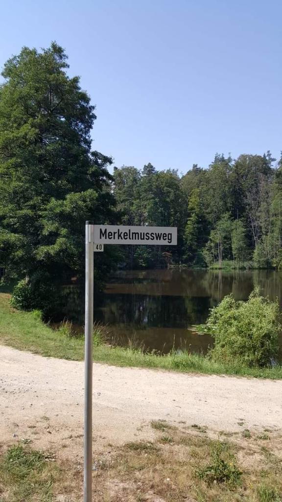 Name:  Merkelmussweg.jpg Hits: 51 Größe:  94,7 KB