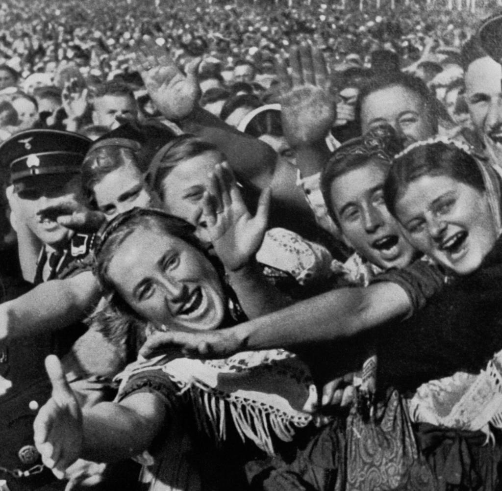 Name:  Unter-Hitlers-Fuehrung-errichteten-die-Nationalsozialisten-im-Deutschen-Reich.jpg Hits: 187 Größe:  143,9 KB